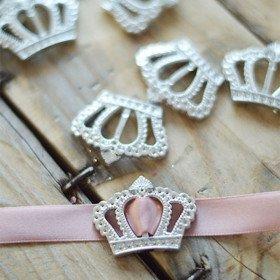 Boucle acrylique couronne princesse argent