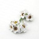 mini fleur blanche sur tige