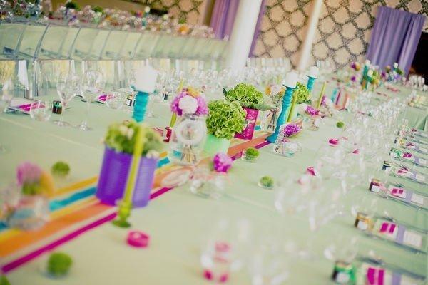 Mariage th me arc en ciel blog detendance boutik vente d 39 articles de decoration de mariage et for Set de table multicolore