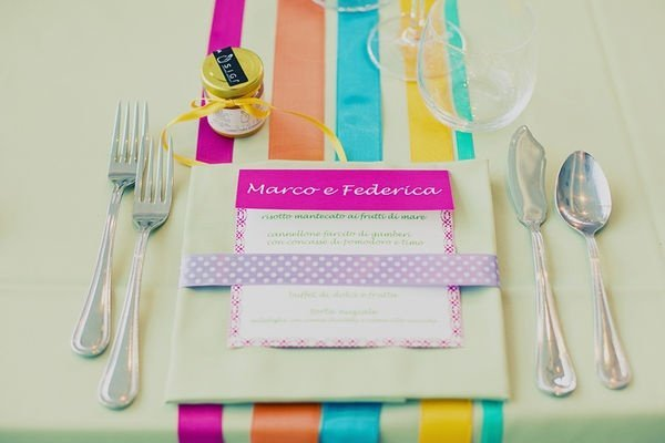 Centre de table mariage th me arc en ciel archives blog detendance boutik vente d 39 articles de for Set de table multicolore