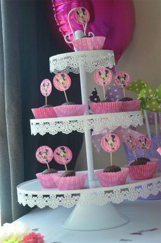 présentoir à cupcakes et confisseries
