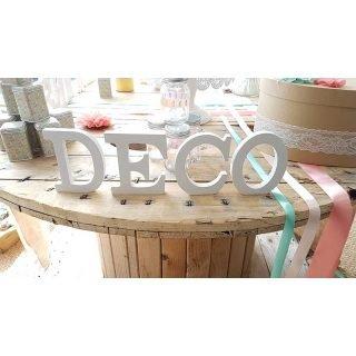 décoration de mariage avec les lettres en bois