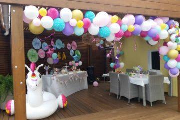 Organiser la décoration d'anniversaire licorne de votre fille