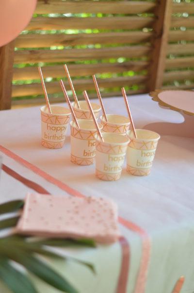 comment decorer une table d'anniversaire rose gold