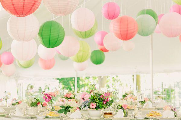 A découvrir sur notre boutique en ligne d\u0027articles de décoration de mariage  les boules lanterne en papier