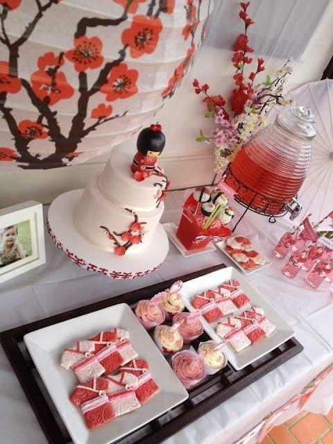 Posée sur votre gâteau ou tout simplement en centre de table sur la table de vos invités, la kokeshi sera une belle décoration pour un mariage ou autre
