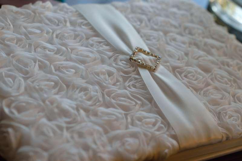 livre d 39 or mariage pas cher en vente sur notre boutique en. Black Bedroom Furniture Sets. Home Design Ideas
